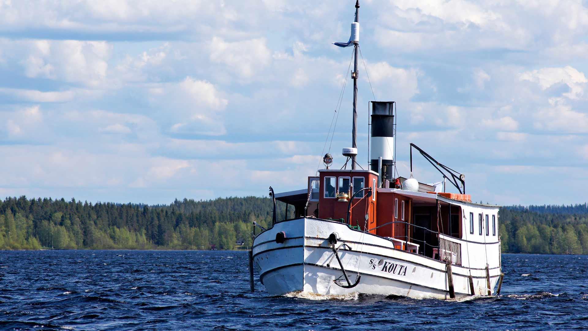 Oulujärven maisemissa on tulevana kesänä mahdollisuus tutustua Eino Leinon elämänvaiheisiin Elämäni virvatuli -risteilyllä.