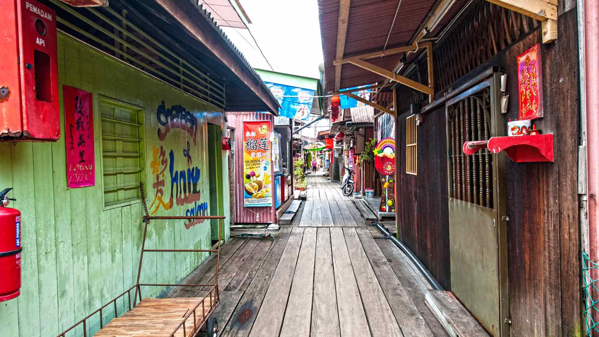 Kuala Lumpurin värikkäästä Chinatownista shoppailet matkamuistot pikkurahalla. Muista tinkiä!