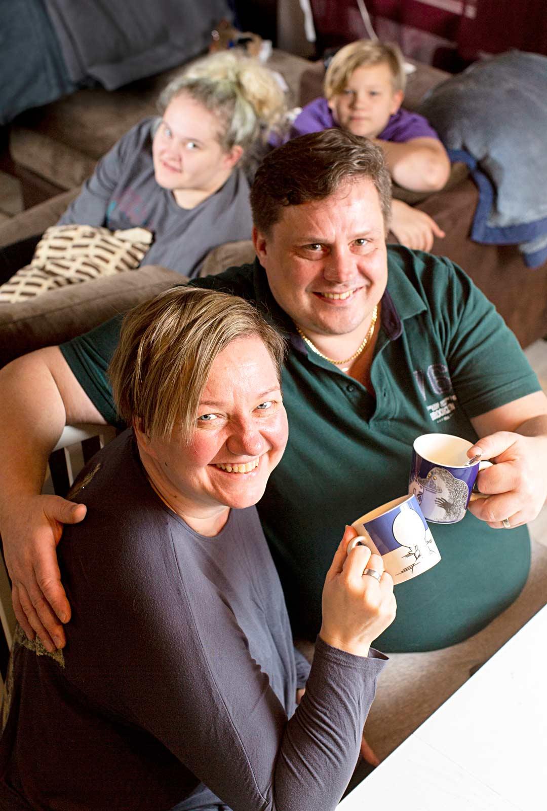 Jarno ja Maarit Sutinen ehtivät elää nuoruutta ja nähdä maailmaa yhdessä ennen Nean ja Leon syntymää.