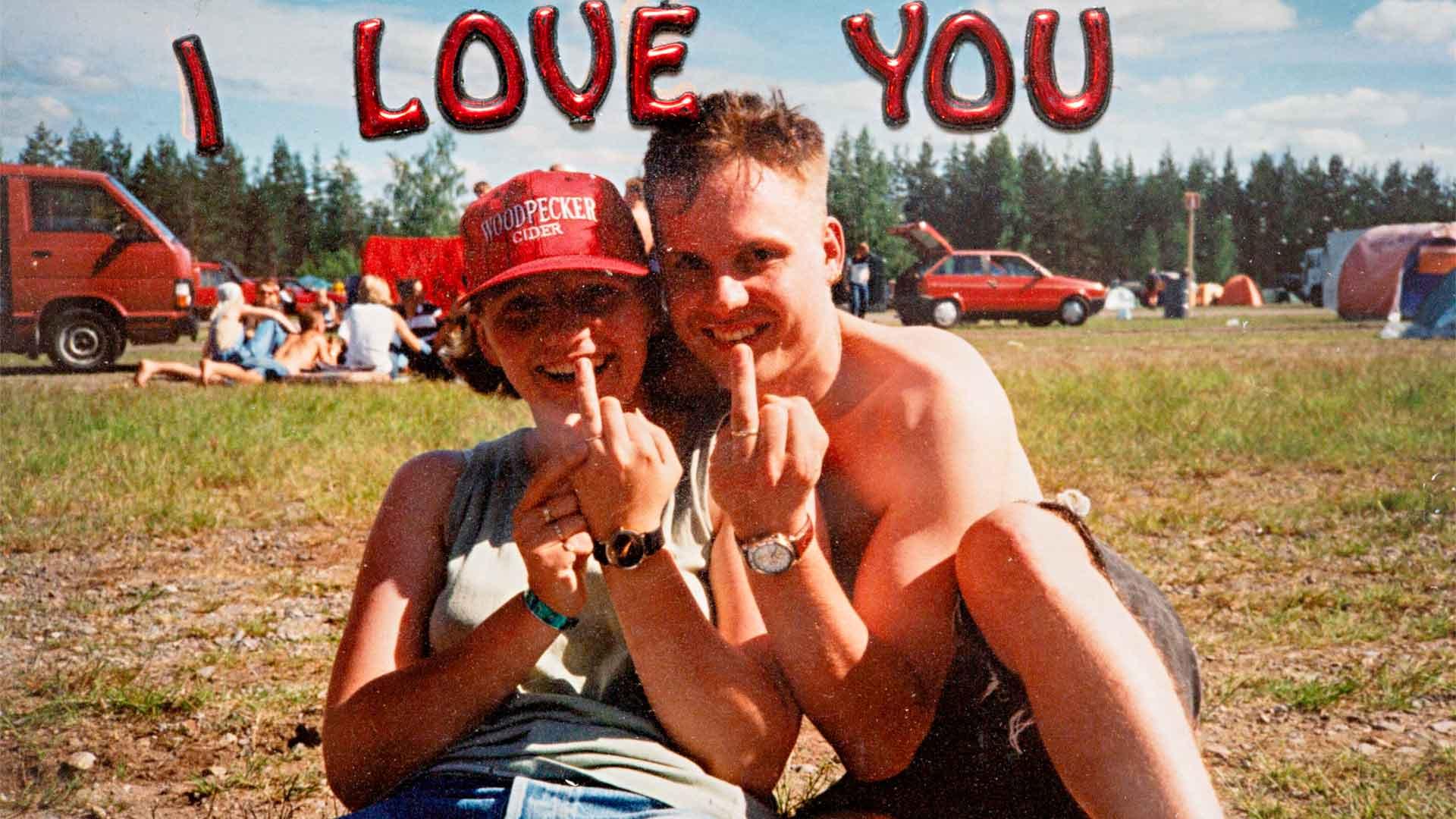 Tuore kihlapari Rantarockissa Hyvinkäällä 1998.