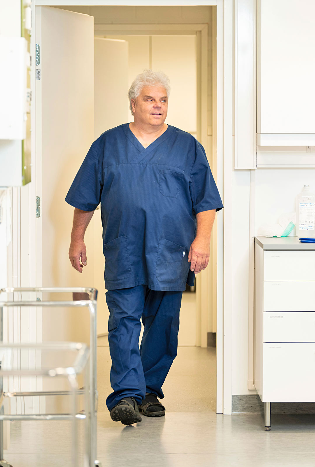 Eläinlääkäri Pekka Sarkanen palkittiin Suomen luonnonluojeluliiton ympäristöpalkinnolla vapaaehtoistyöstään saimaannorpan suojelemiseksi.
