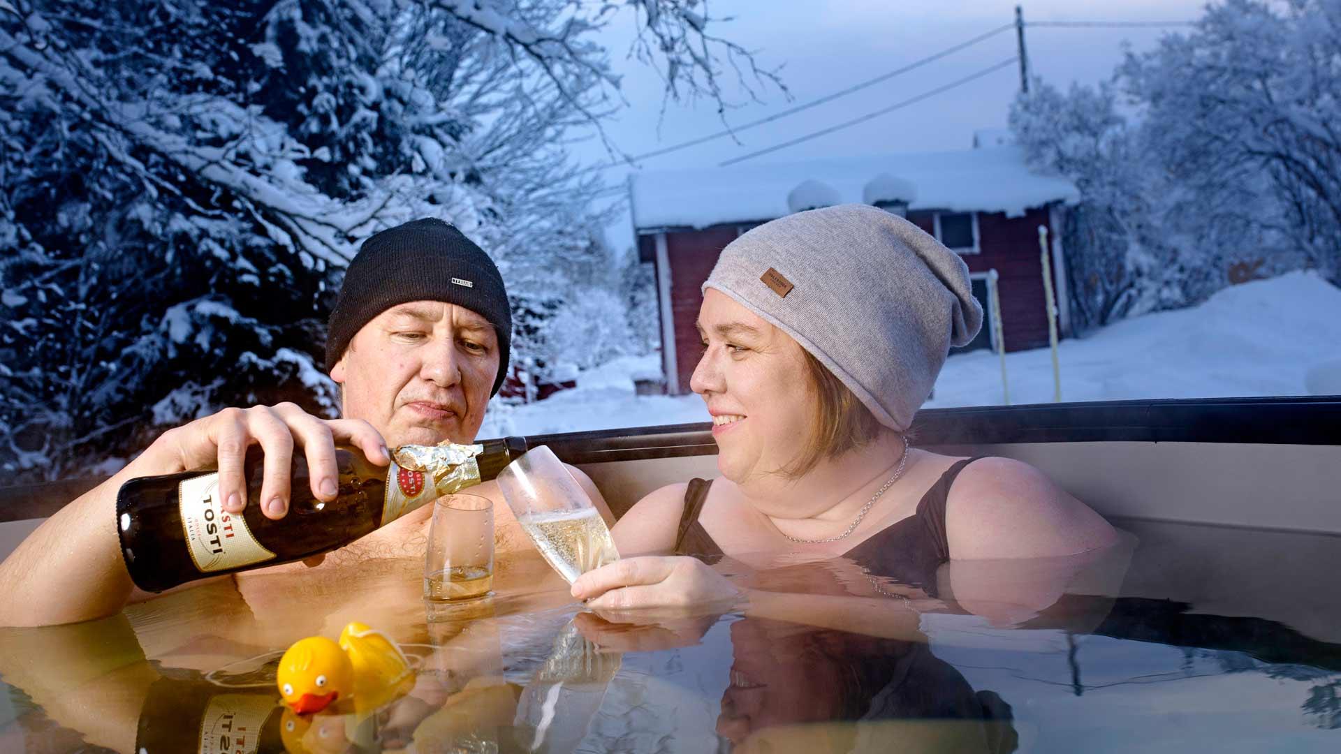 Palju on Maija ja Veli-Matti Perälammen pitkäaikainen haave. Kun se hankittiin, pari onkin kylpenyt siinä kesät talvet.