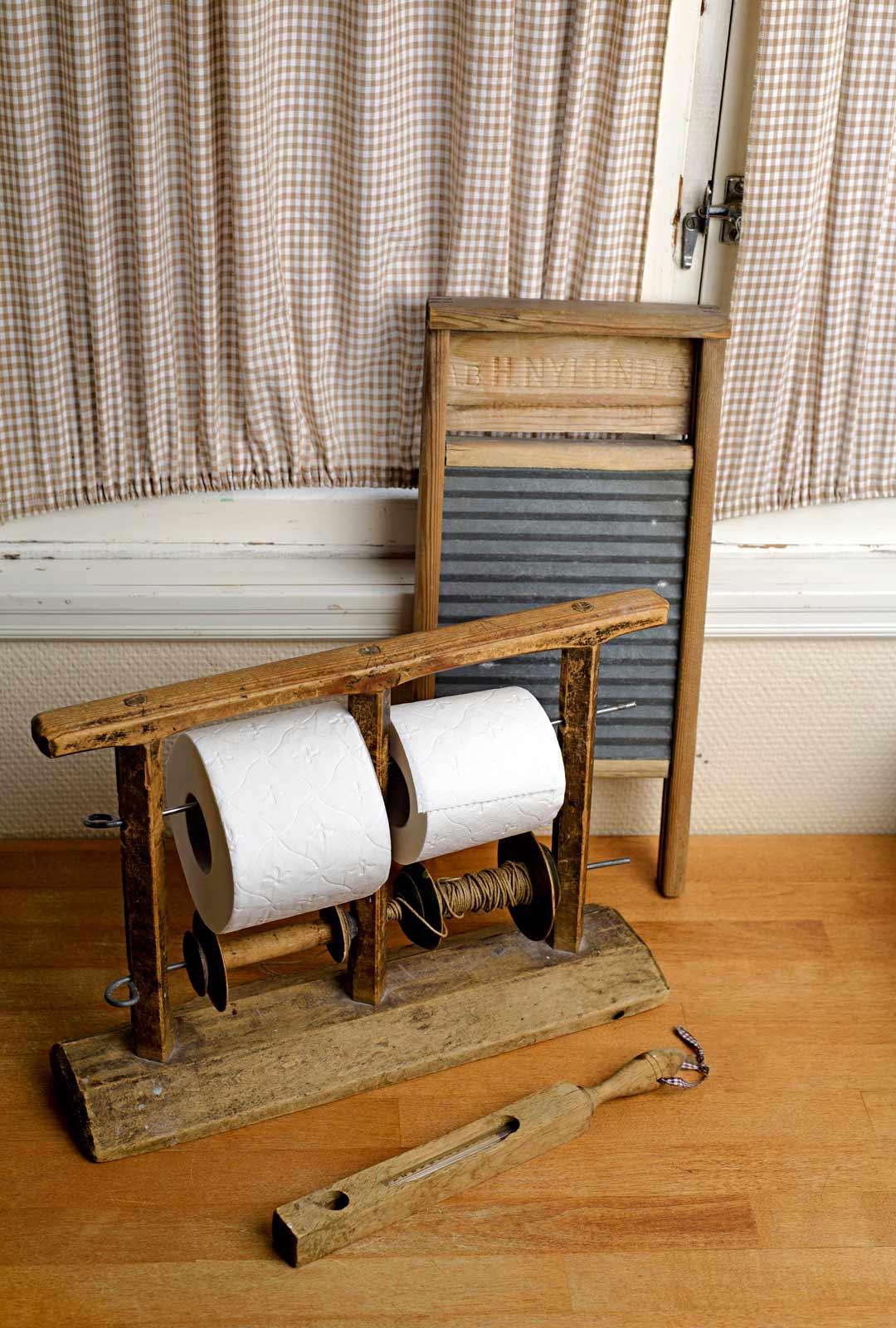 Vanha lankateline sopii hyvin myös vessapaperirullien säilytykseen.