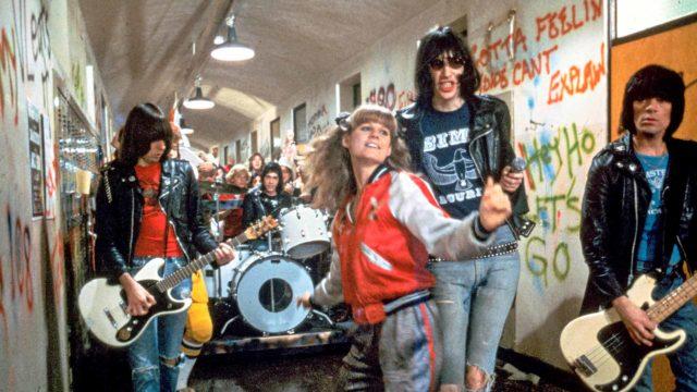 P.J. Soles ja punkyhtye The Ramonesin jätkät nähdään koulumaailmaan sijoittuvan nuorisokomedian pääosissa.