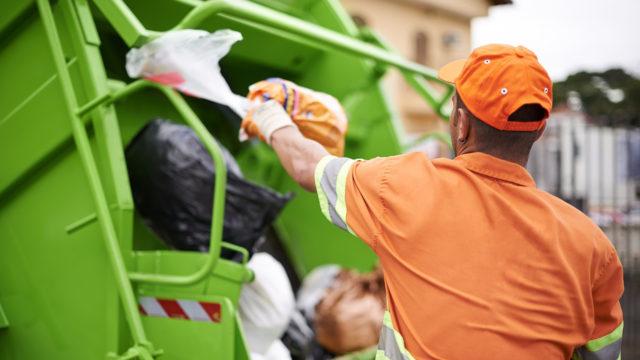 Kierrätys tehostuu, mutta sekajätteen määrä kasvaa silti.
