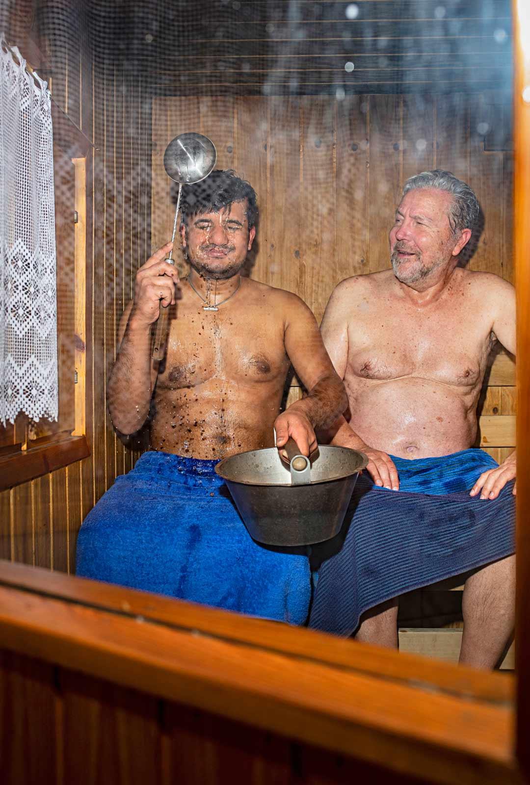 Keijon sauna 1980-luvulla rakennetussa mökissä on tosi pieni. Tunnelma pysyy tiiviinä.
