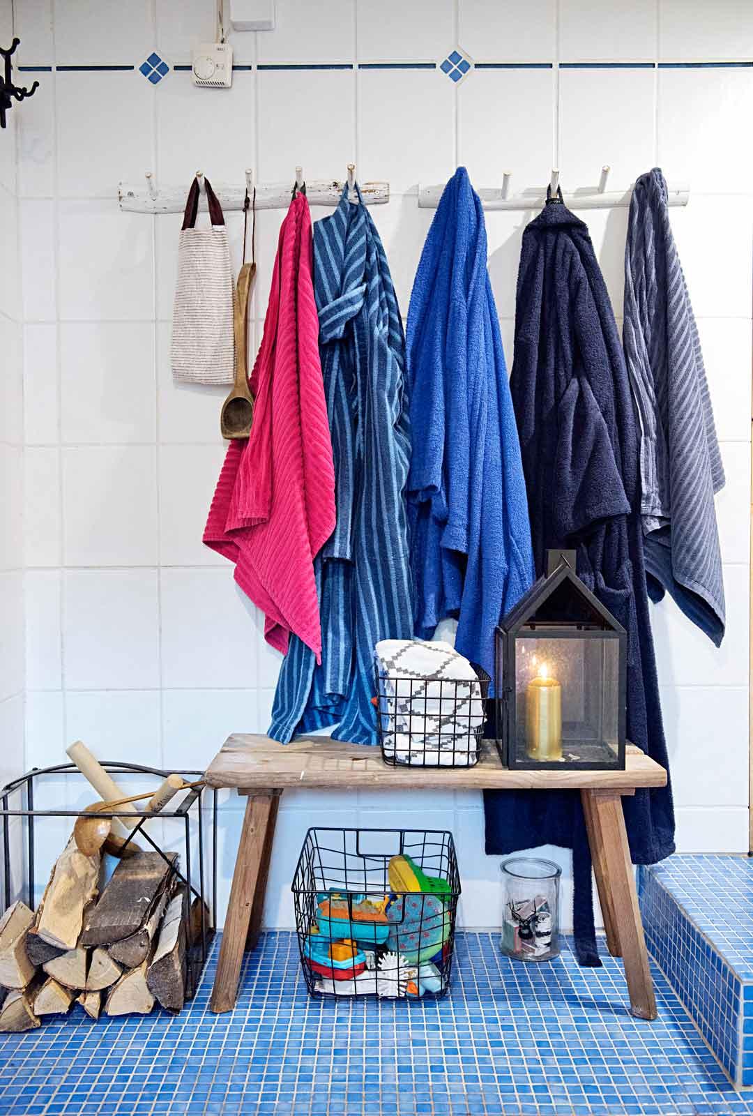 Ekosten saunainnostus kasvoi, kun he muuttivat keskimmäisen lapsen synnyttyä vanhaan puutaloon Espooseen.
