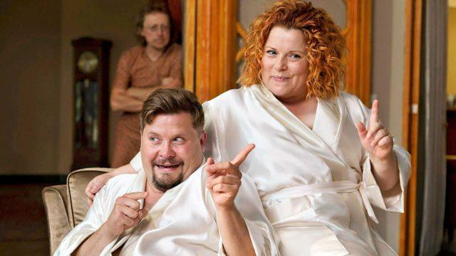 Janne Kataja ja Kiti Kokkonen komediaelokuvassa Swingers.