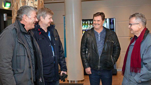 Iloinen jälleennäkeminen. Rakennustyömaalla Kiovassa 1986 työskennelleet Pekka Pajula (vas.), Anssi Ripattila, Markku Keppo ja Risto Huovila kokoontuivat Kouvolassa muistelemaan Tshernobylin tapahtumia.