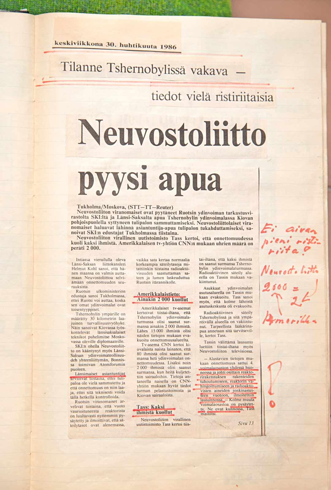 """""""Ei aivan pieni ristiriita!"""", on Pekka Pajulan äiti kirjannut lehtileikkeen reunaan, kun neuvostoliittolaisen uutistoimisto TASSin ensitietojen mukaan kuolleita oli kaksi, mutta yhdysvaltalaisen CNN:n mukaan 2 000."""