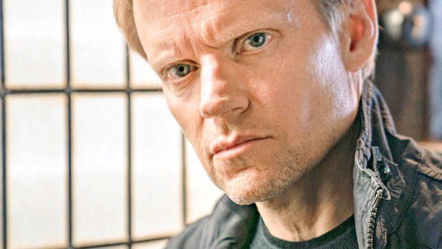 Nelikymppisen Marc Warrenin (kuvassa) esittämänä Van der Valkista on tullut salskea toimintasankari.