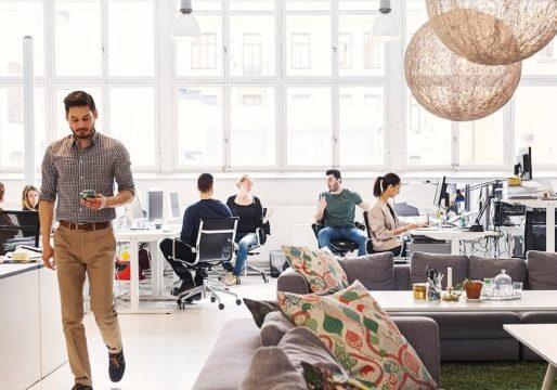 VR-lasit päähän ja töihin? Helsingin Tripla-toimistokeskusta mainostetaan uuden ajan monitoimitilana.