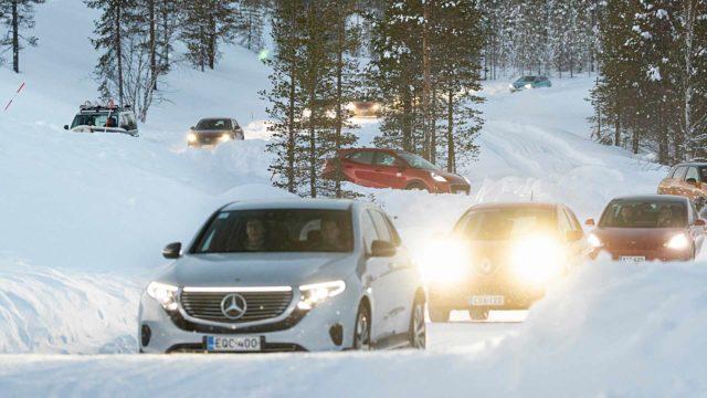 Parhaan talviauton titteliä tavoittelevien paraati saapuu Valkoiseen helvettiin. Nokian Renkaiden testausalueella Ivalossa on yli 30 testirataa.