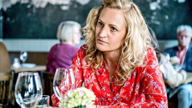 Maria Sundbom Lörelius esittää päähenkilöä Ellaa.