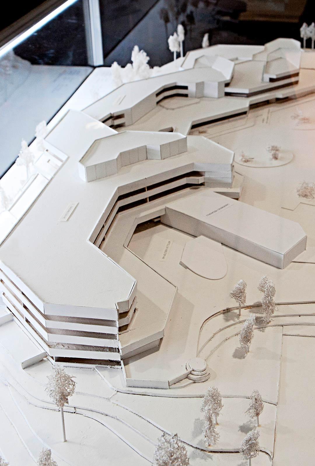 Hotelli Laajavuori on kokenut laajennuksen kahdesti. Kylpylä- ja wellness-osasto rakennettiin vuonna 2009. Rakennuksen ideana on panoraama Tuomiojärven yli kaupunkiin.
