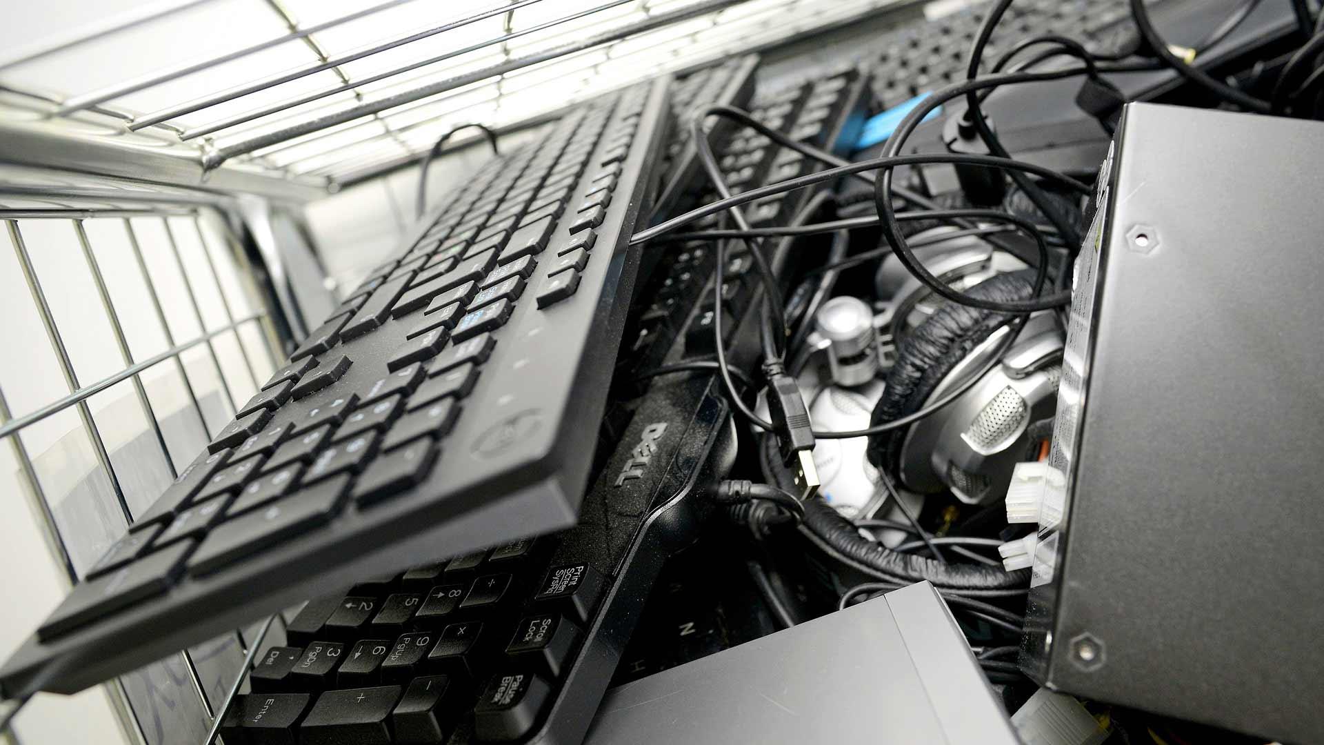 Jätesalakuljettajien suosituinta materiaalia on elektroniikkaromu, etenkin puhelinten ja tietokoneiden sisältämät erikoismetallit.