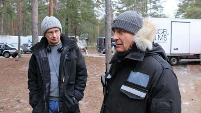Kaikki synnit -sarjan käsikirjoittaja-ohjaaja Mika Ronkainen ja tuottaja Ilkka Matila.