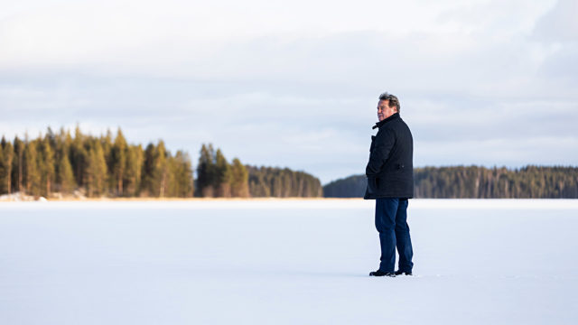 Tapahtumapaikalla. Tässä kohdassa, tuolla alhaalla, Kari Kankkunen uskoi kuolevansa. Hän ja toinen sukeltaja, Juha Laakso, eksyivät metrin paksuisen jään alle.