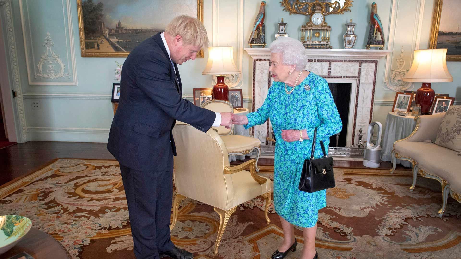 Elisabetin yhteistyö pääministeri Boris Johnsonin kanssa käynnistyi komeasti, mutta eteni sitten hiukan sotkuisemmissa merkeissä.