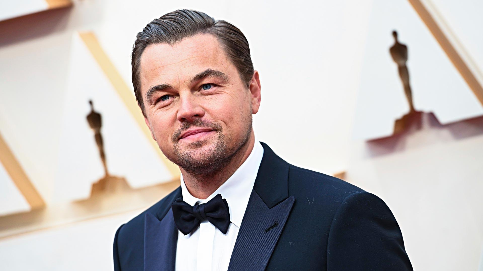 Leonardo DiCaprio saapui gaalaan tyttöystävänsä Camila Morronen kanssa.