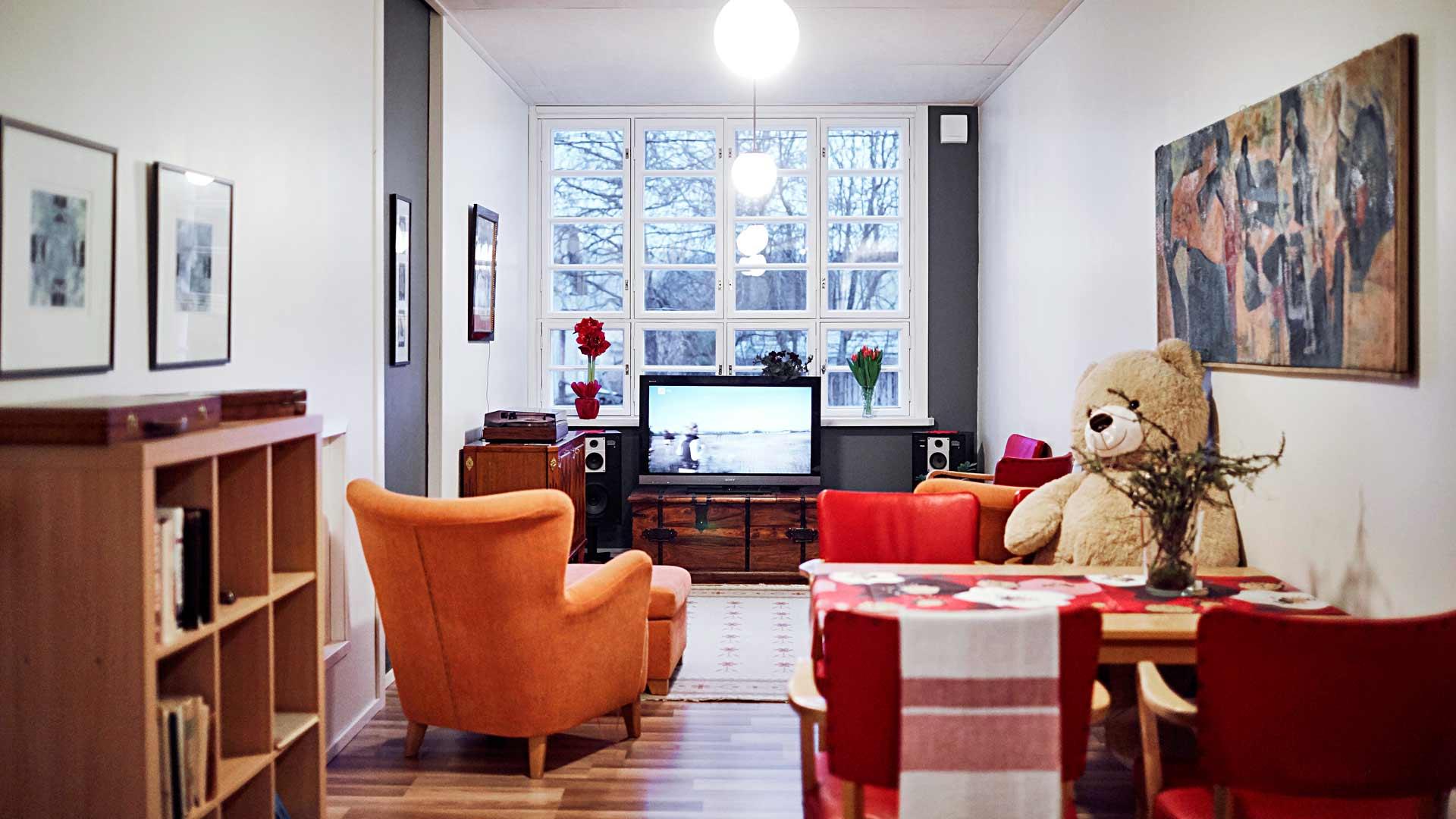 Pöllölän yhteisolohuoneesta löytyy televisio, jota tosin katsotaan harvoin yhdessä.