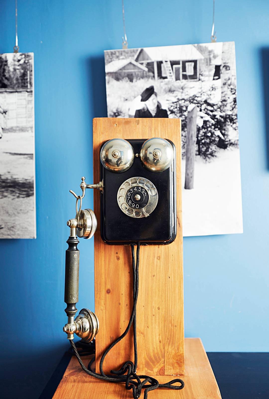 Veli-Matin harrastamat vanhat tavarat saavat näkyä hänen asuntonsa sisutuksessa. Mies rakensi myös jokaiseen asuntoon oman sisäpuhelimen.