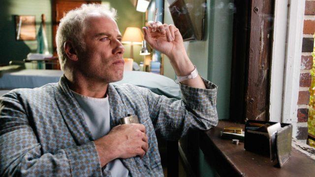 John Travolta näyttelee alkoholisoitunutta kirjailijaa.