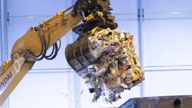 Riihimäen muovinjalostamolla kierrätetään 18 000 tonnia muovia vuodessa.
