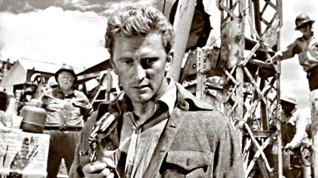 Tuhansien silmien edessä -elokuvan Kirk Douglas säteili rooleissaan dynaamista, lähes neuroottista energiaa, joka usein nosti keskinkertaisenkin elokuvan kiinnostavaksi.