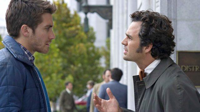 Robert Graysmith (Jake Gyllenhaal) yrittää tehdä yhteistyötä murhatutkija Dave Toschin (Mark Ruffalo) kanssa.