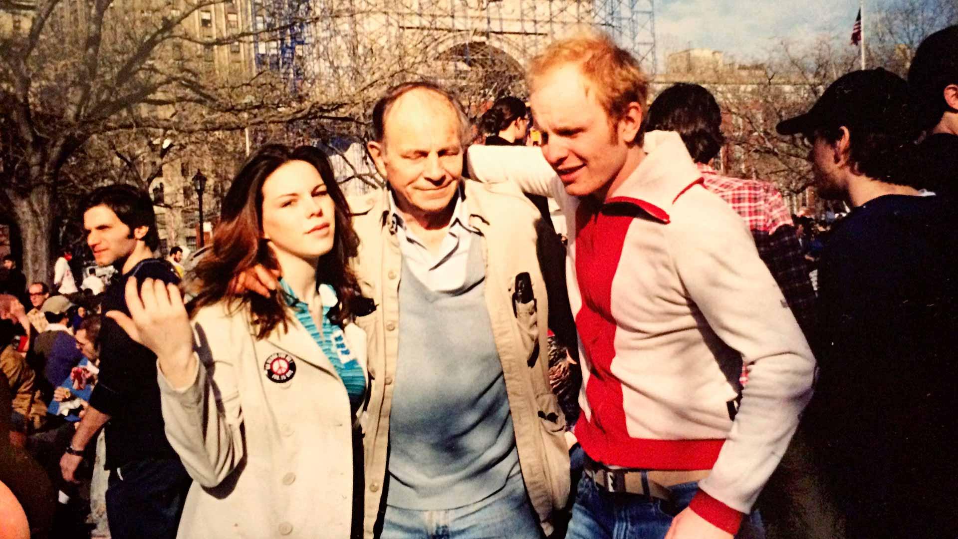 Karukoski, hänen siskonsa Erin sekä isänsä George osallistuivat Irakin sodan vastaiseen mielenosoitukseen Manhattanin Washington Square Parkissa keväällä 2003.