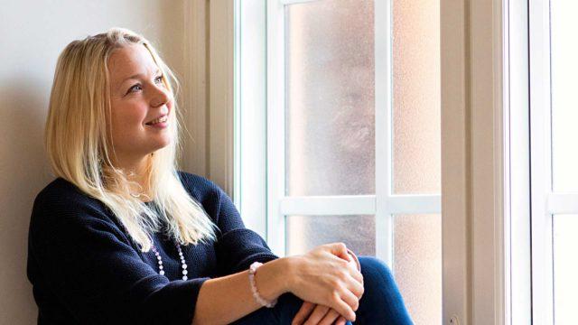 Eevi Minkkinen on opetellut irti läheisriippuvuudesta ja rakkausaddiktiosta. Se vaati vuosien terapian ja itsetutkiskelua.