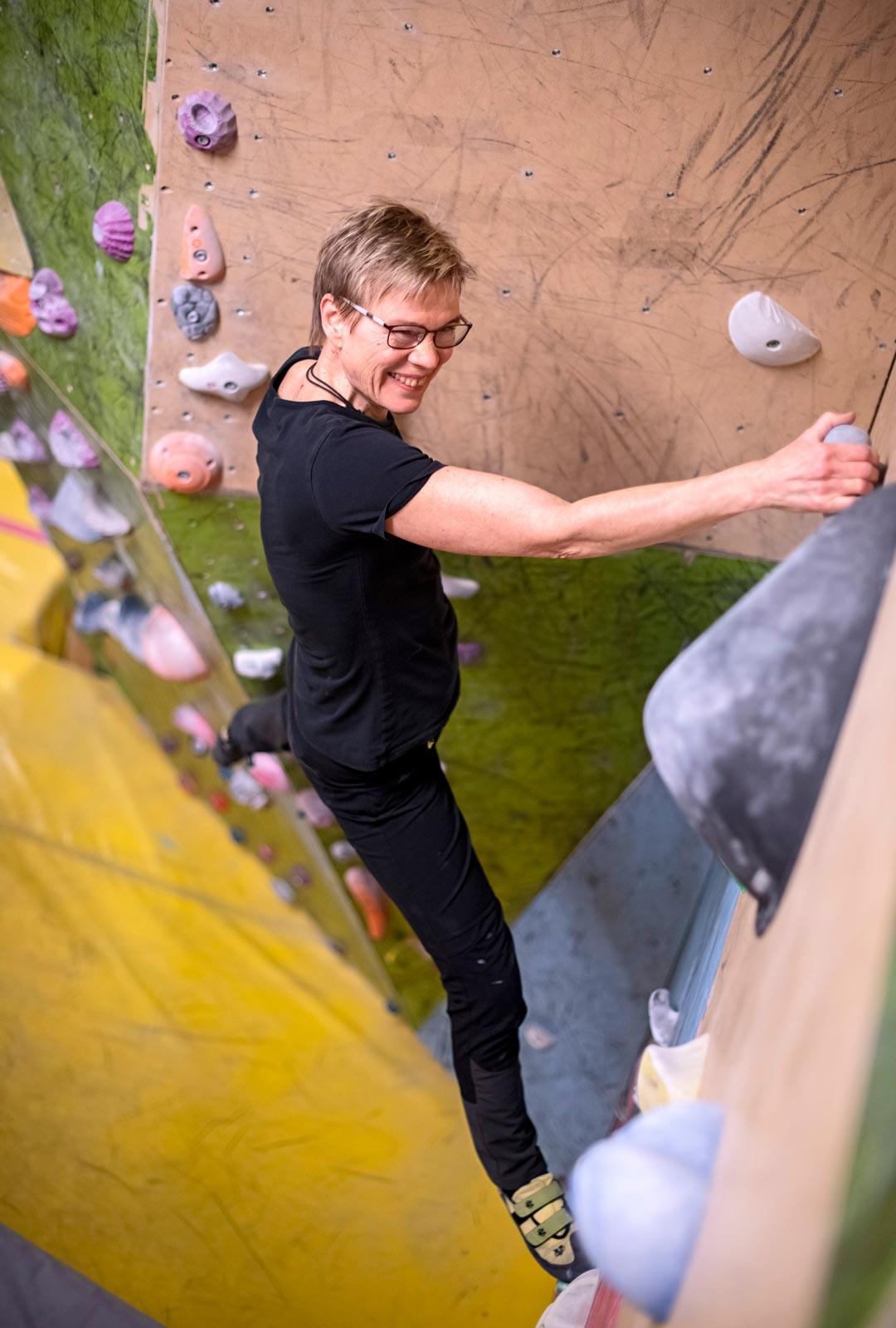 Kiipeileminen vaatii keskittymistä ja kehonhallintaa.