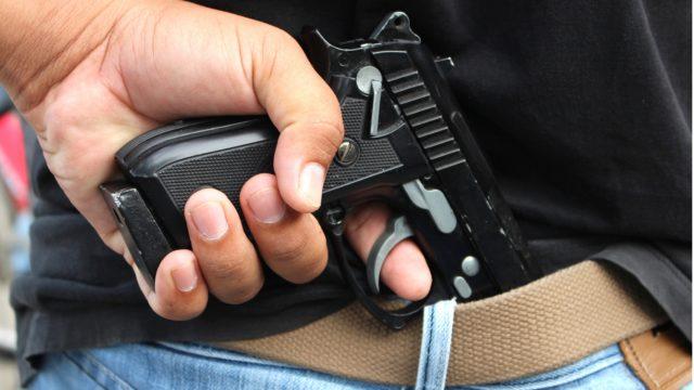Poliisi kohtaa työssään aiempaa enemmän aseita ja huumeita.