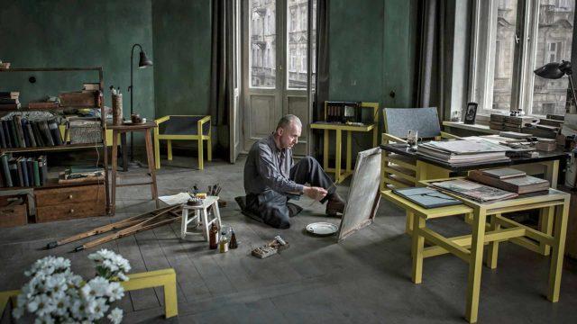 Ohjaajamestari Andrzej Wajda sai viimeisen elokuvansa Jälkikuvia valmiiksi 90-vuotiaana hieman ennen kuolemaansa.