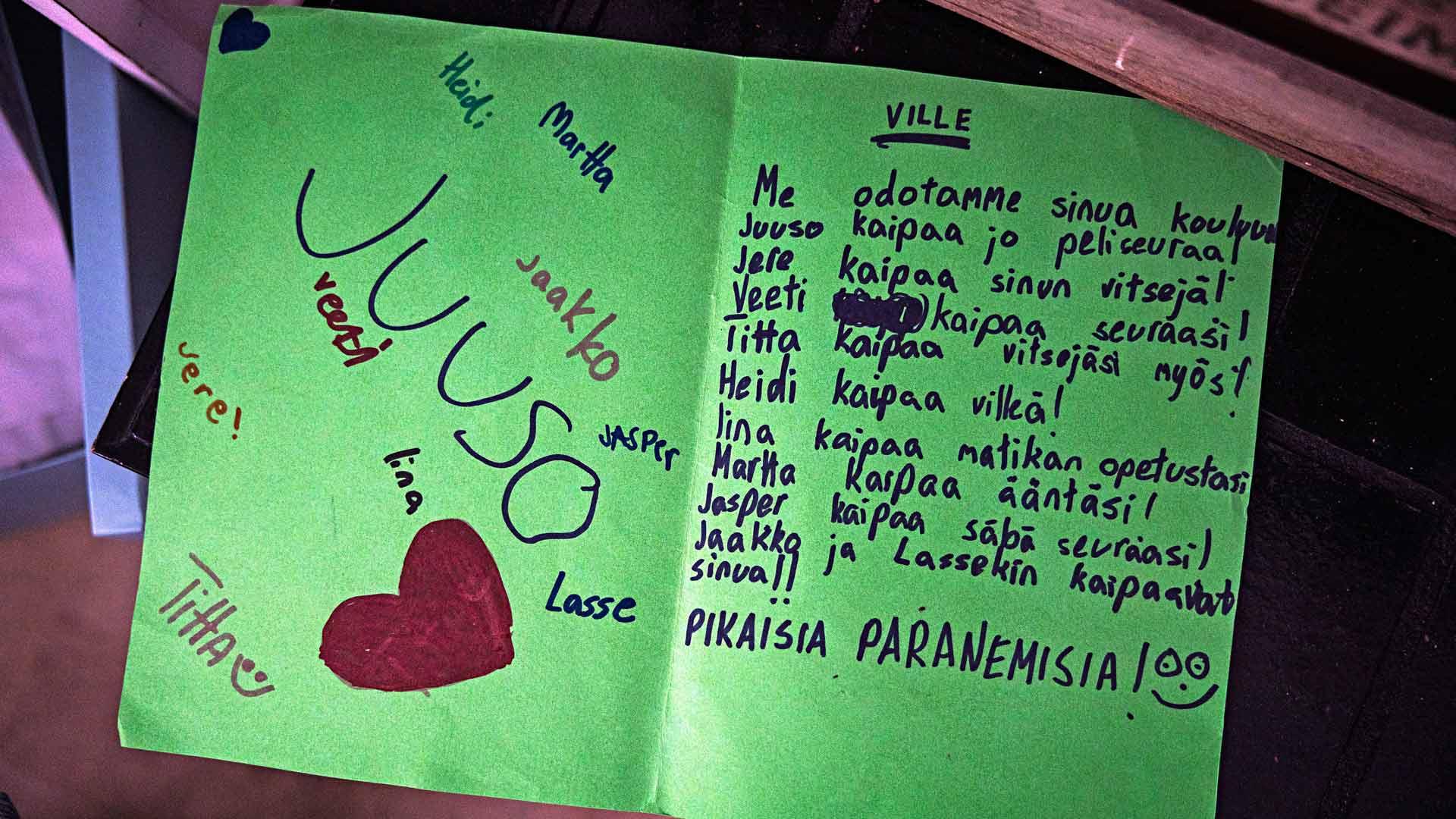 Luokkakaverit lähettivät Villelle terveisiä sairaalaan.
