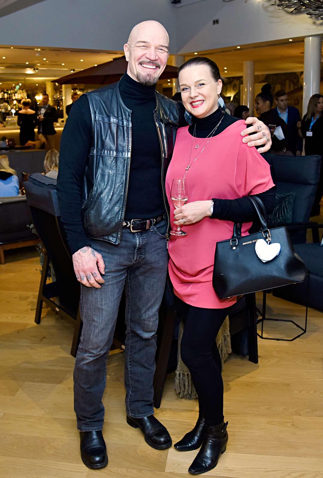 Veeti Kallio etsii maalaistaloa puolisonsa Jenni Teräväisen kanssa.