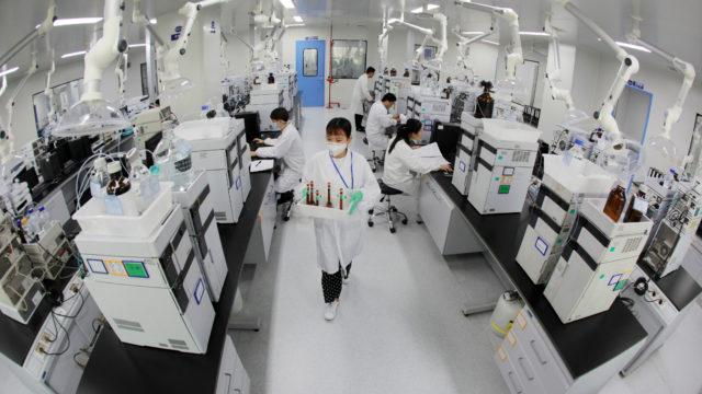 Favipiravir-lääkettä testataan myös kiinalaisessa Zhejiang Hisun Pharmaceutical -yhtiössä.
