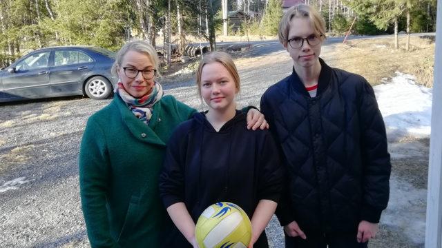 Kiinassa asuvien Katja Kinnusen sekä lasten Julian ja Casperin uudenvuodenlomasta taitaa tulla myös kesäloma Suomessa koronan vuoksi.