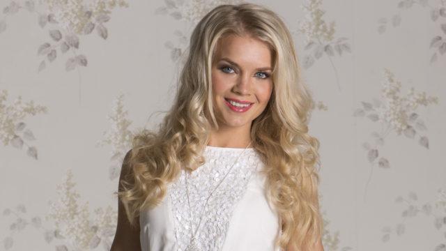 Miss Suomi Lotta Hintsa vuorikiipeilee