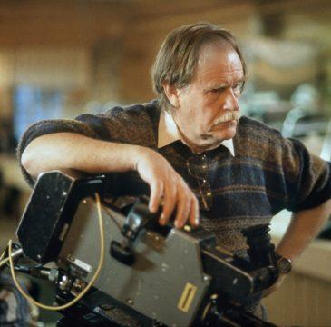 Työkuva. TV2:n tv-Metsolat-sarjan ohjaaja Carl Mesterton. Kamera.