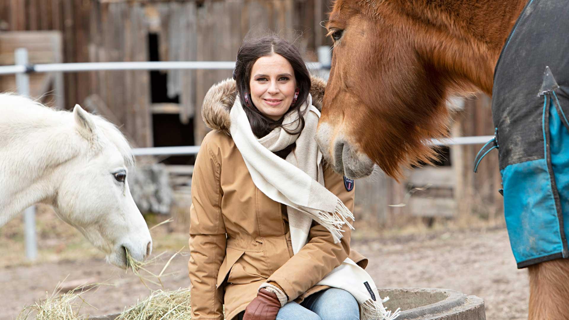 Olga tunnetaan näyttelijätyön lisäksi kotieläintilastaan Olgan Farmi.