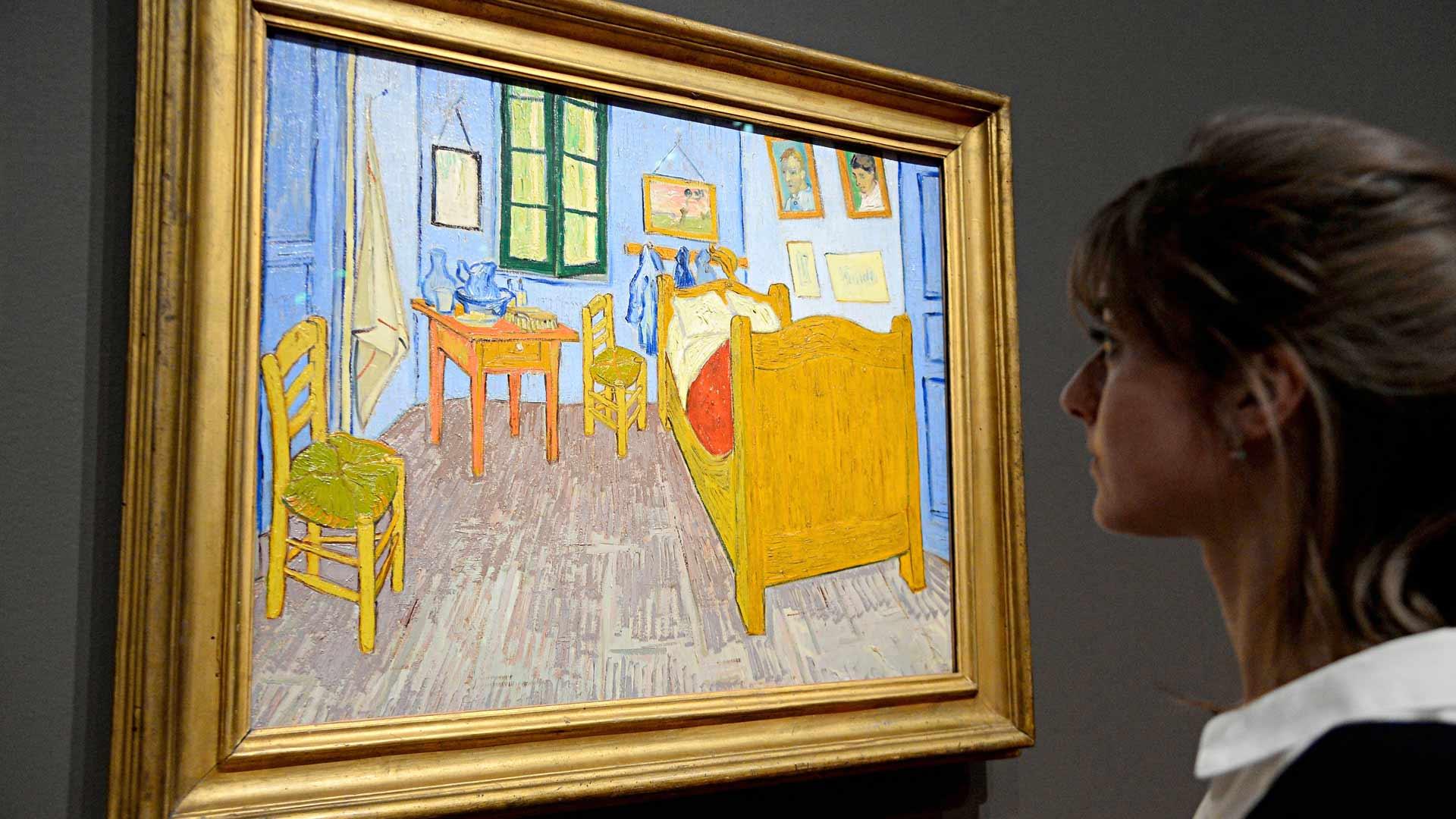 Vincent van Gogh maalasi teoksensa Makuuhuone Arlesissa vuonna 1888. Teosta voi ihailla virtuaalisesti.