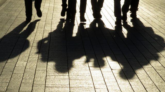 Poliisi on havainnut Suomen isommissa kaupungeissa nuorten jengiytymistä.