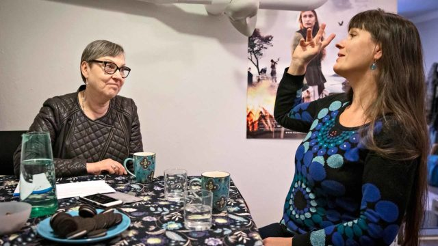 Toimittaja Marja-Terttu Yli-Sirniö tapasi Saara Cantellin tämän työhuoneella Helsingin Kalliossa.