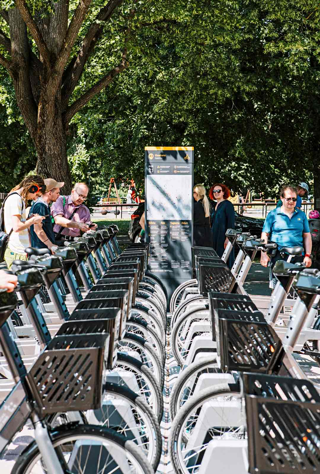 Paitsi kävellen myös pyöräillen on helppo tutustua kaupunkiin.
