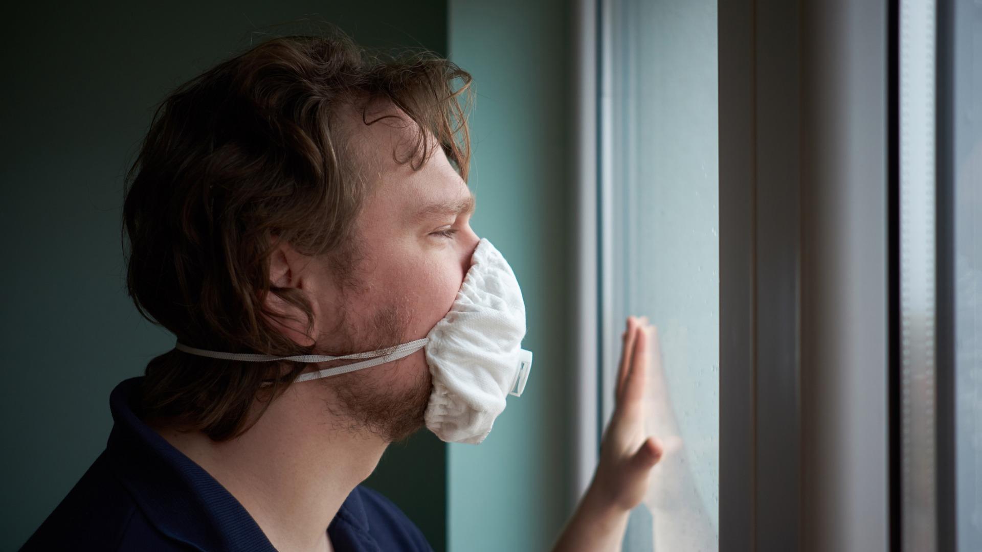 Pelko omasta tai läheisen sairastumisesta voi muodostua piinaavaksi, koska koronapandemia on hahmoton ja näkymätön vaara.