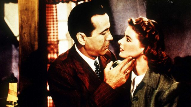 Moni muistaa Casablancasta (1942) Humphrey Bogartin ja Ingrid Bergmanin.