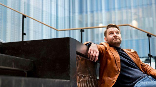 Joonas Nordman tekee talk show'ta poikkeusoloissa. Ihmiset kaipaavat nyt viihdettä, ja se näkyy katsojaluvuissa.