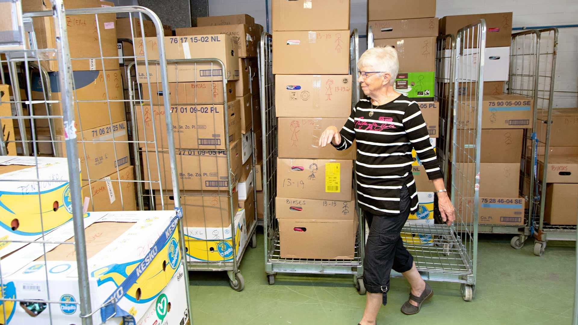 Fynda-kirppis vie kerran kuussa avustuskuljetuksia Latvian ja Liettuan syrjäisille kolkille ankeisiin olosuhteisiin.